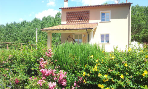 Casa-bianca-in-Toscana-esterno